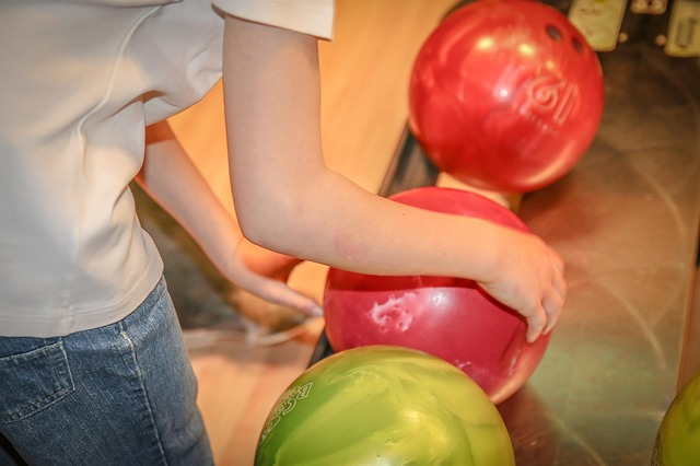 Will bowling ball float in the water