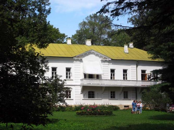 A picture of Tolstoy's house in Yasnaya Polyana